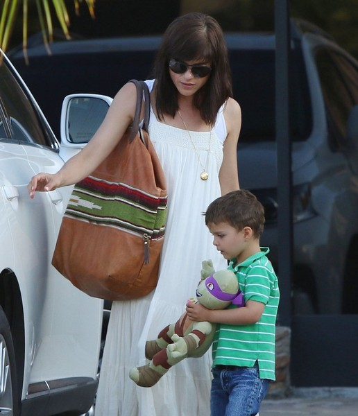 Selma Blair & Son Arthur Pizza Night At The Six 9