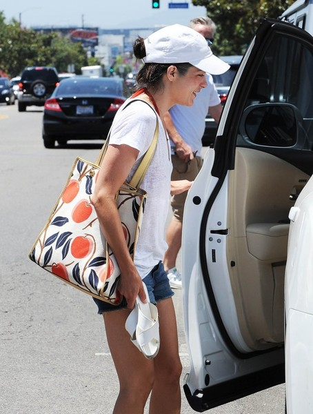 Selma Blair Spotted Leaving Fred Segal 6