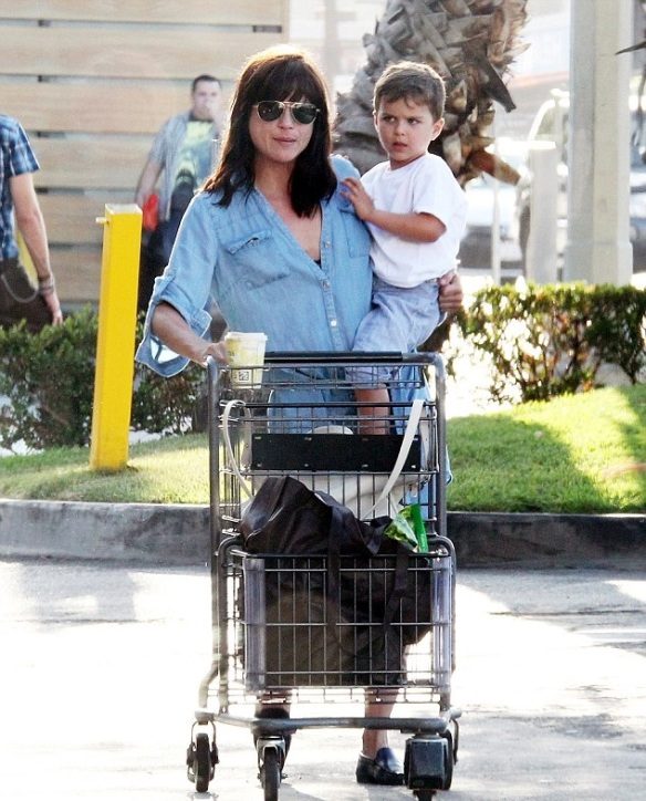 Selma Blair & Arthur Saint Grocery Run 1