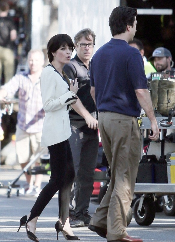 Selma Blair and David Schwimmer on set of American Crime Story 1