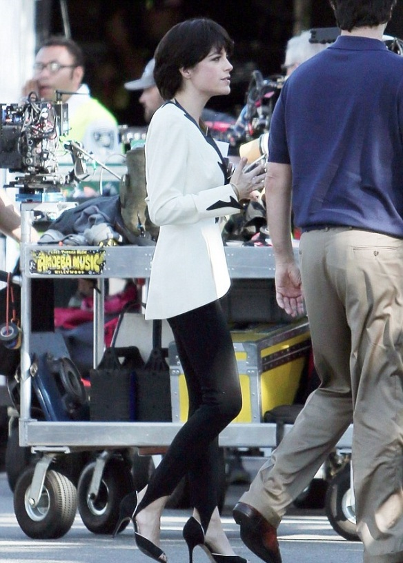 Selma Blair and David Schwimmer on set of American Crime Story 2