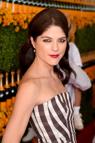 Selma Blair arrives at the Sixth-Annual Veuve Clicquot Polo Classic at Will Rogers State Historic Park. 24