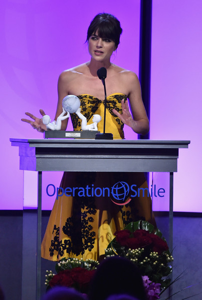 Selma Blair Operation Smile Gala 9