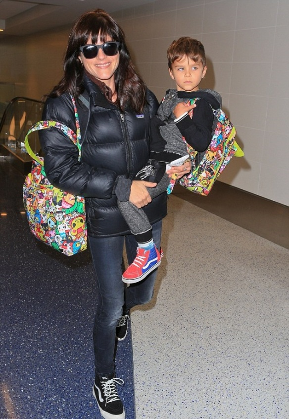 Selma Blair and Arthur Saint head home for the holiday 1