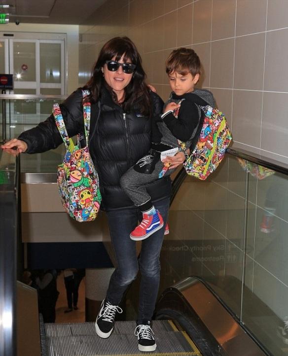 Selma Blair and Arthur Saint head home for the holiday 2