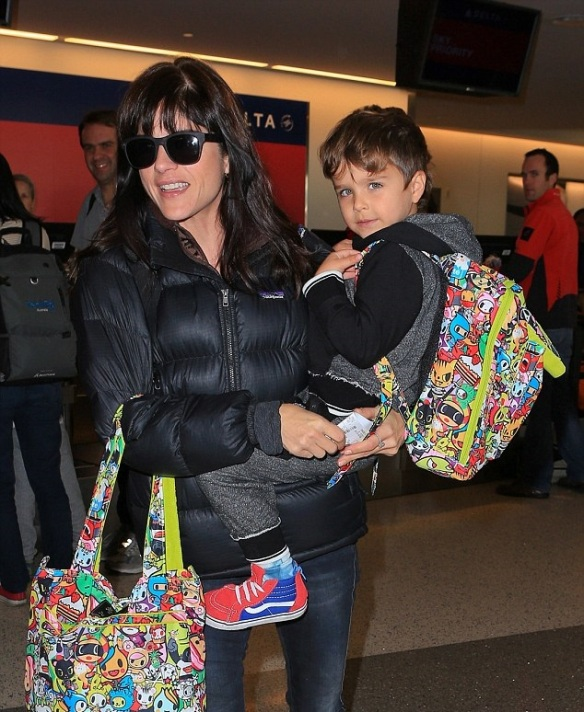 Selma Blair and Arthur Saint head home for the holiday 3