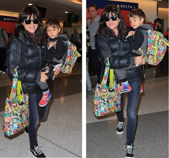 Selma Blair and Arthur Saint head home for the holiday 4