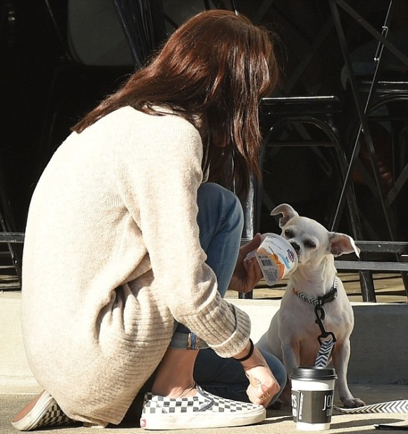 Selma Blair stops for coffee with her dog Ducky 1