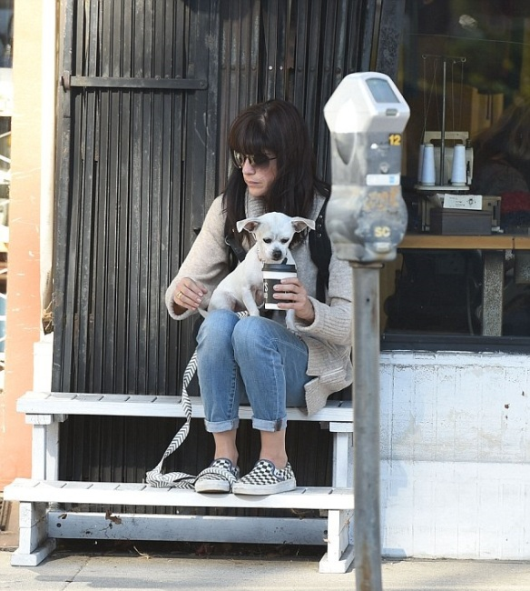Selma Blair stops for coffee with her dog Ducky 3