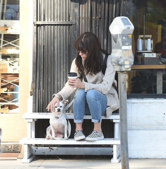 Selma Blair stops for coffee with her dog Ducky 4