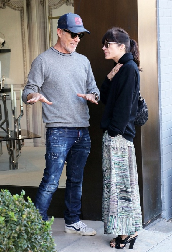 Selma Blair Shops Art With A Friend 3