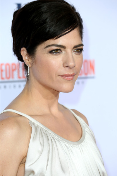 Selma Blair Stunning On The Red Carpet FX Premiere 2