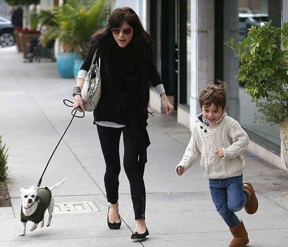 Selma Blair Visits Art Gallery With Arthur And Ducky 1