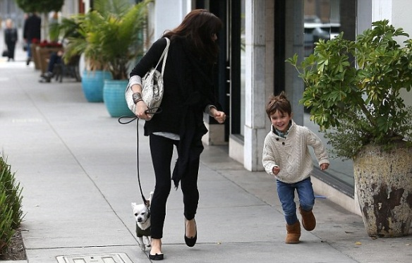 Selma Blair Visits Art Gallery With Arthur And Ducky 3