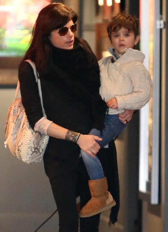 Selma Blair Visits Art Gallery With Arthur And Ducky 4