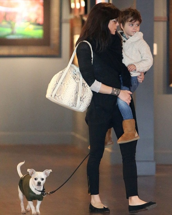 Selma Blair Visits Art Gallery With Arthur And Ducky 5