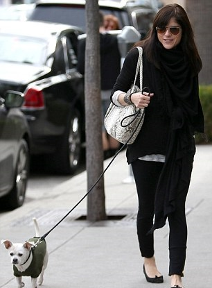 Selma Blair Visits Art Gallery With Arthur And Ducky 6