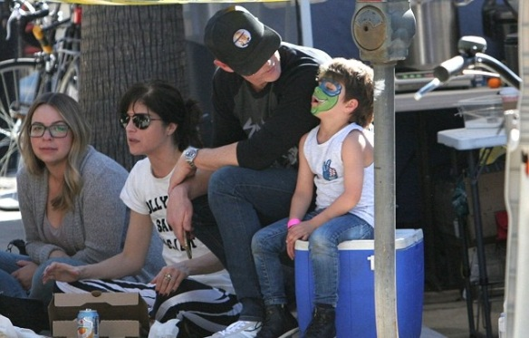 Selma Blair Spends Sunday With Her Saint 4