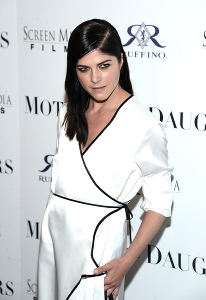 Selma Blair Rosetta Getty Wrap Dress Red Carpet Premiere Mothers and Daughters 12