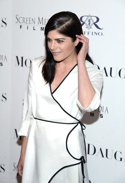 Selma Blair Rosetta Getty Wrap Dress Red Carpet Premiere Mothers and Daughters 13