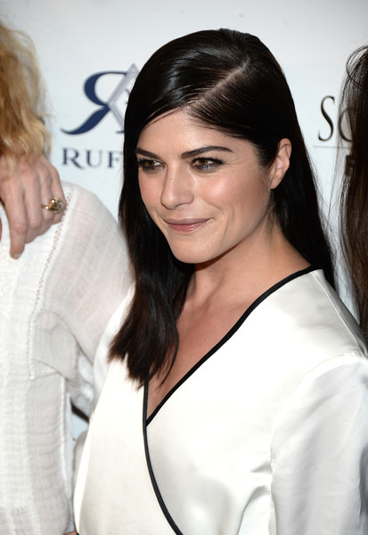 Selma Blair Rosetta Getty Wrap Dress Red Carpet Premiere Mothers and Daughters 15