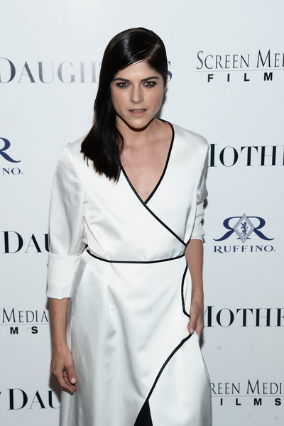 Selma Blair Rosetta Getty Wrap Dress Red Carpet Premiere Mothers and Daughters 8