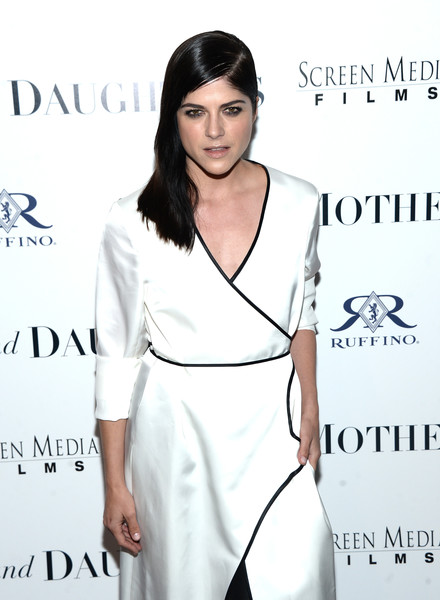 Selma Blair Rosetta Getty Wrap Dress Red Carpet Premiere Mothers and Daughters 9