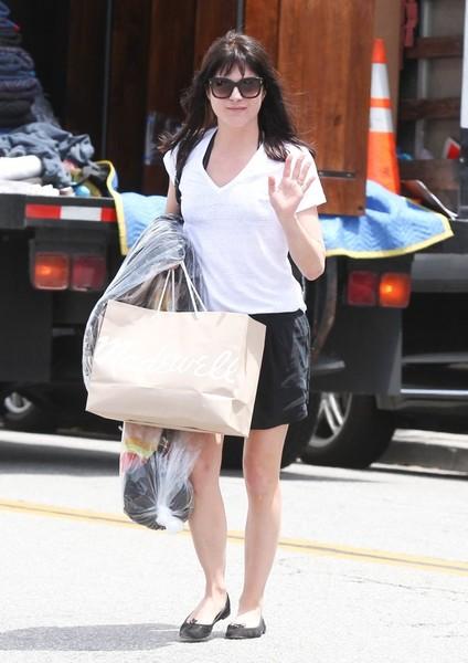 Selma Blair Shopping in Beverly Hills 1