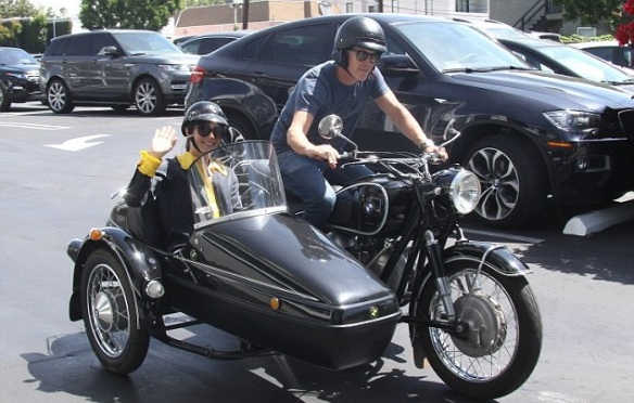 Selma Blair Shops Fred Segal With Her Sidecar Sidekick 1