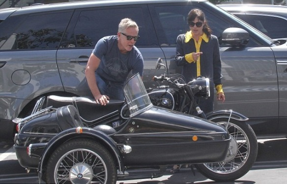 Selma Blair Shops Fred Segal With Her Sidecar Sidekick 3