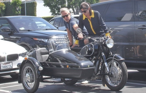 Selma Blair Shops Fred Segal With Her Sidecar Sidekick 4