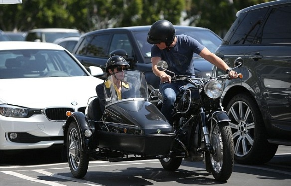 Selma Blair Shops Fred Segal With Her Sidecar Sidekick 5