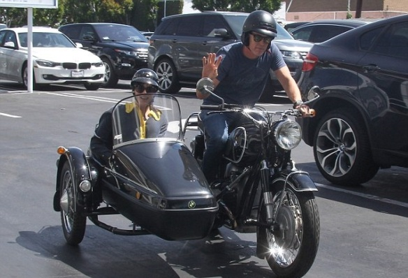 Selma Blair Shops Fred Segal With Her Sidecar Sidekick 7