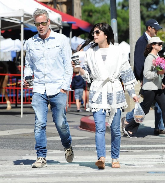 Selma Blair Farmers Market With Friends 1