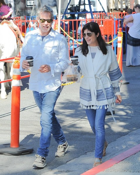 Selma Blair Farmers Market With Friends 4
