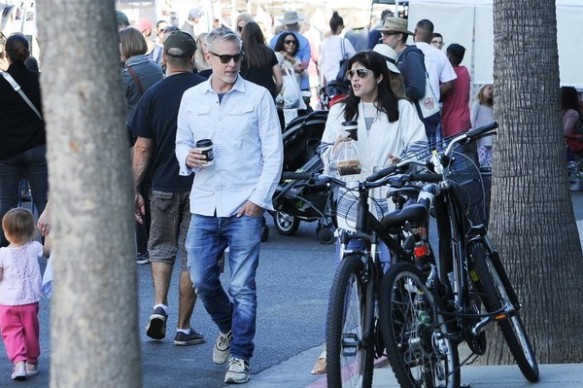 Selma Blair Farmers Market With Friends 5