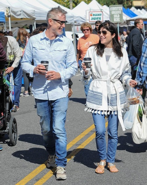 Selma Blair Farmers Market With Friends 6