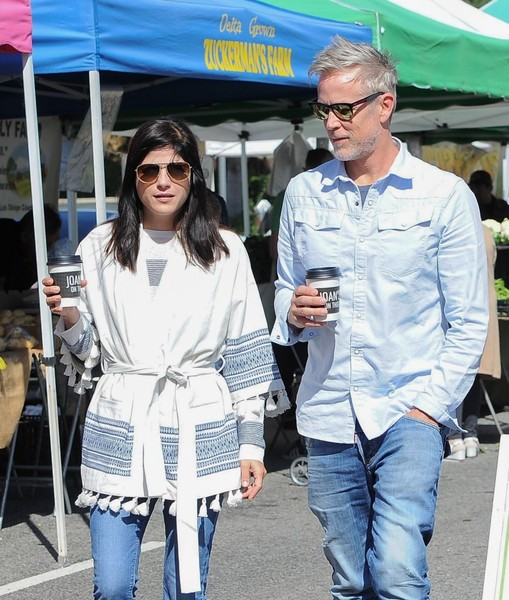 Selma Blair Farmers Market With Friends 7