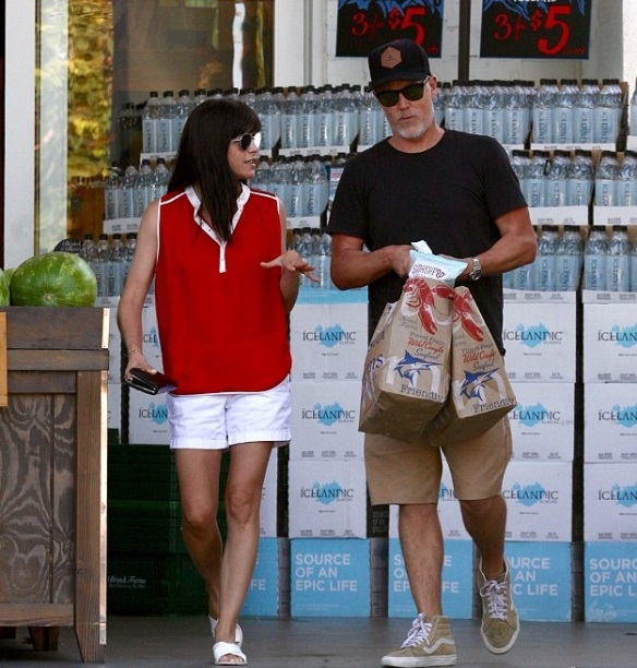 Selma Blair Runs Errands With A Friend 2