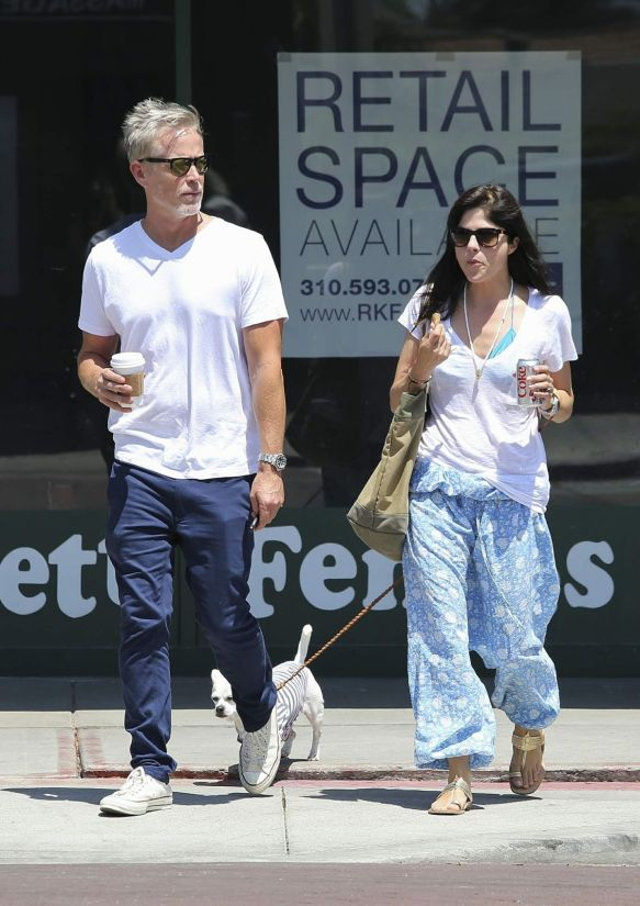 Selma Blair Walks Her Dog 1