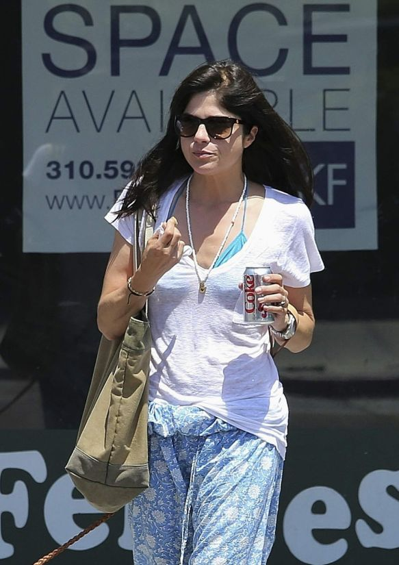 Selma Blair Walks Her Dog 2