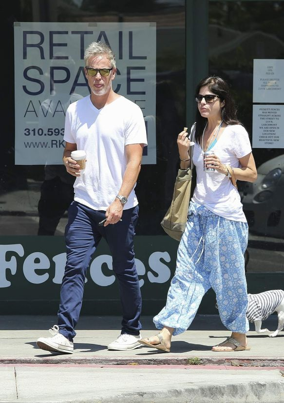 Selma Blair Walks Her Dog 4