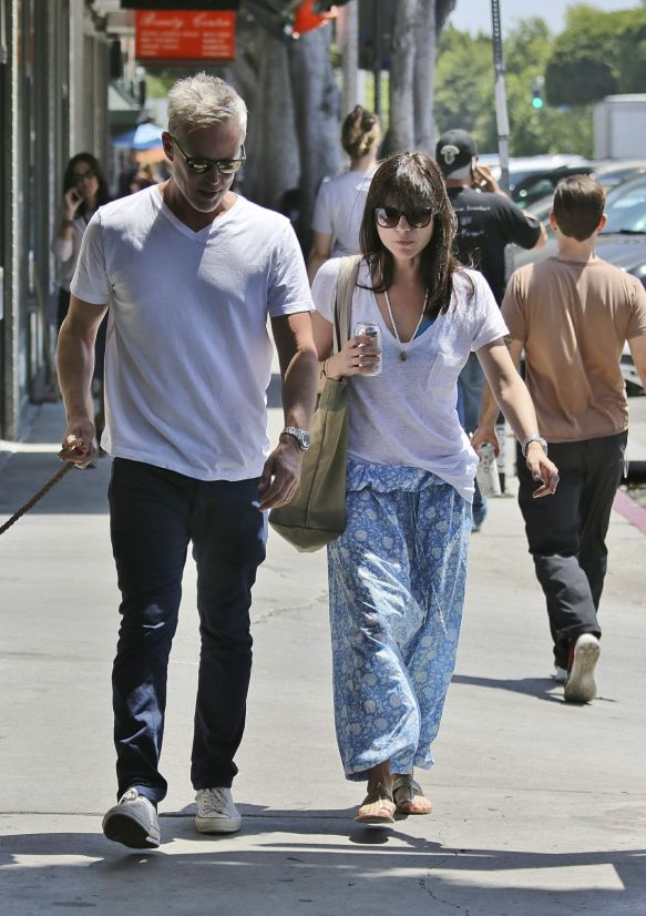Selma Blair Walks Her Dog 5