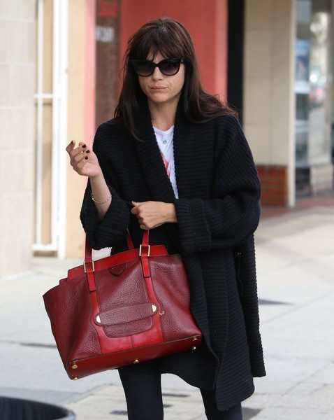 selma-blair-gets-her-nails-done-2