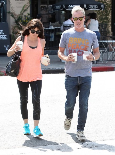 selma-blair-leaves-alfred-coffee-weho-september-2016-2