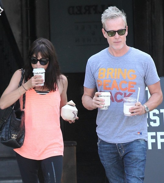 selma-blair-leaves-alfred-coffee-weho-september-2016-5