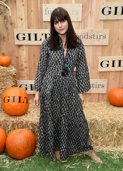 selma-blair-attends-the-gilt-foodstirs-exclusive-cupcake-kit-celebration-2
