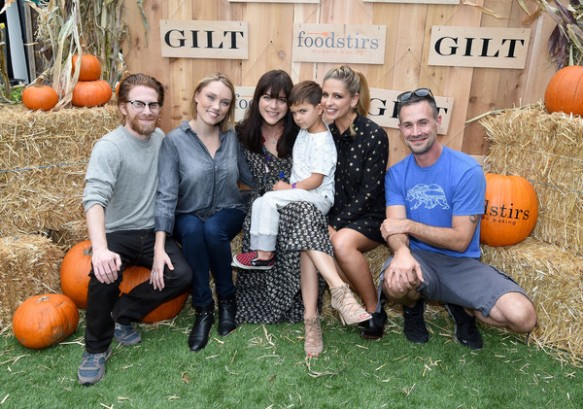 selma-blair-attends-the-gilt-foodstirs-exclusive-cupcake-kit-celebration-9