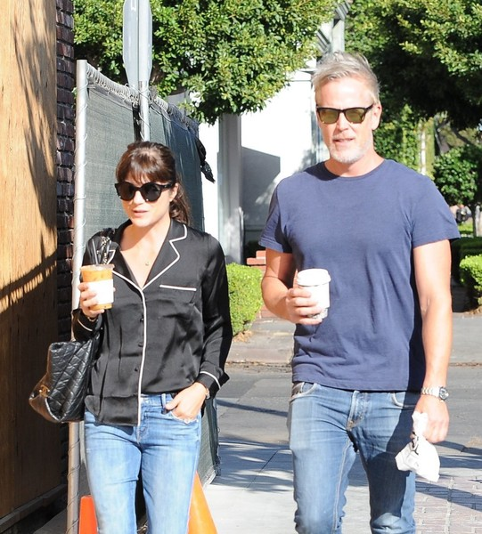 selma-blair-coffee-companions-4