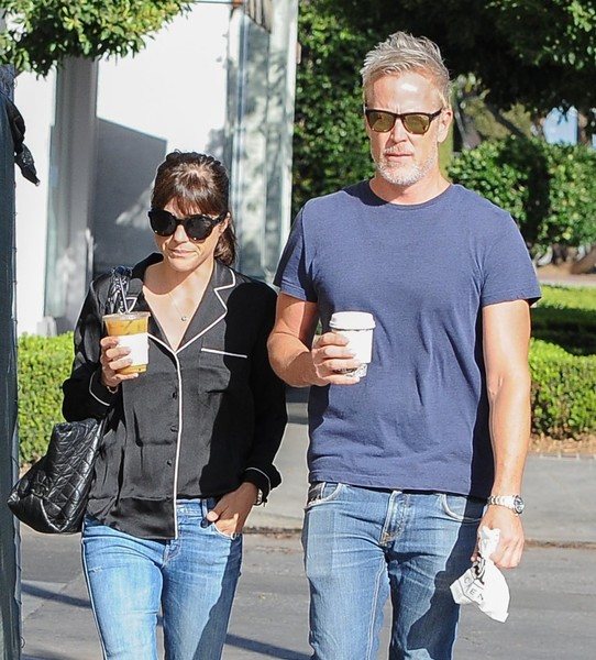 selma-blair-coffee-companions-5